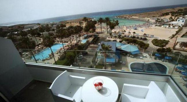 anonymous beach hotel 3