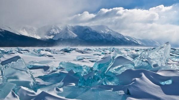 какое самое глубокое озеро на земле