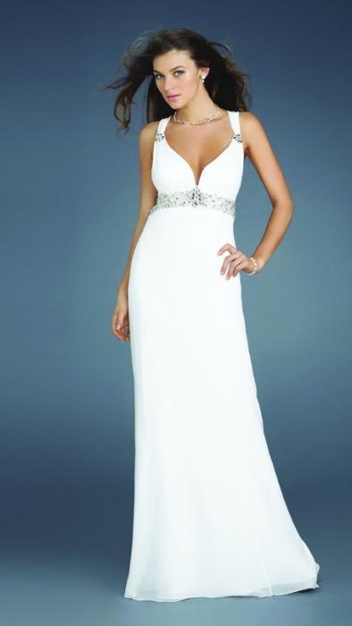 Белое вечернее платье - роскошь и скромность в одном наряде