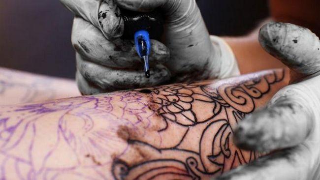 Чем может быть опасна татуировка?