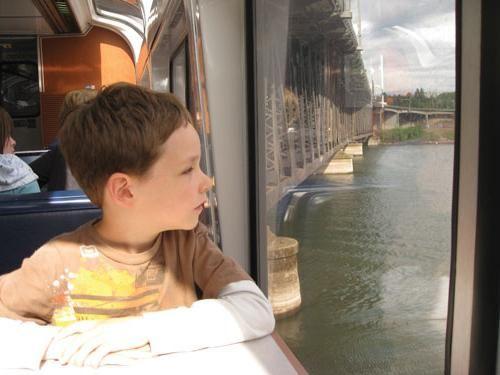 чем занять детей в поезде