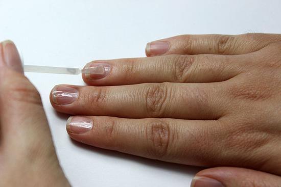 грызут ногти