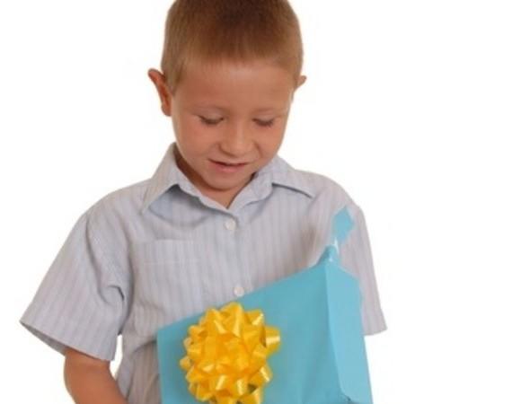Что подарить мальчику на 10 лет: полезные советы