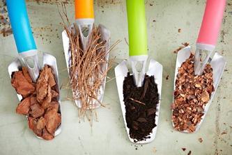 Что такое мульчирование почвы и какие материалы могут использоваться в качестве мульчи?