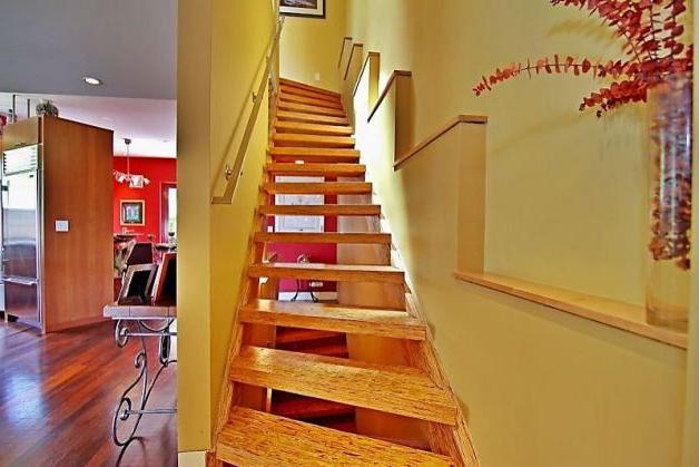 Дача: как построить лестницу на второй этаж