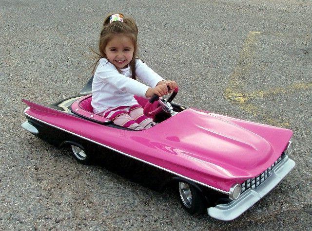 Детская педальная машина и электромобиль