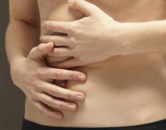 Дискомфорт в правом подреберье - признак желчекаменной болезни