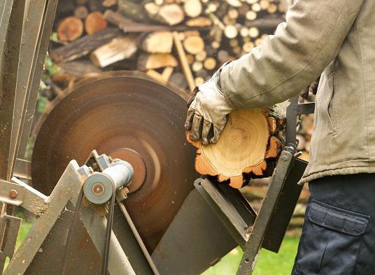 Ручная дисковая пила по дереву