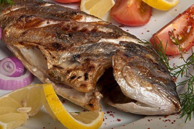 Рыба дорадо, запеченная в духовке