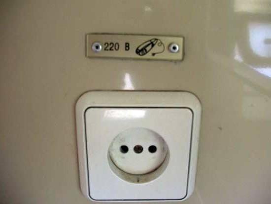 есть ли розетки в поезде плацкарт