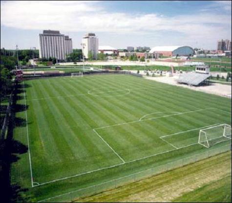Футбольное поле имеет специальную разметку и определенные размеры