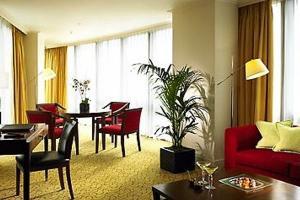 Интерьер гостиной в квартире с единством стиля