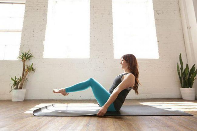 Исследователи считают, что йога помогает справиться с высоким давлением