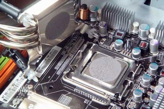 Изучаем, как нанести термопасту на процессор