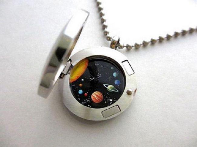 Эти медальоны таят в себе вселенную в миниатюре