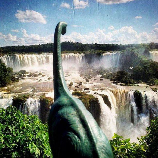 Этот фотограф считает, что снимки лучше делать с игрушечными динозаврами