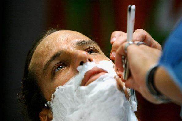 как держать опасную бритву