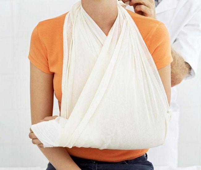 как сломать руку