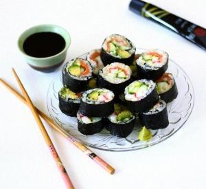 Как едят суши в японии