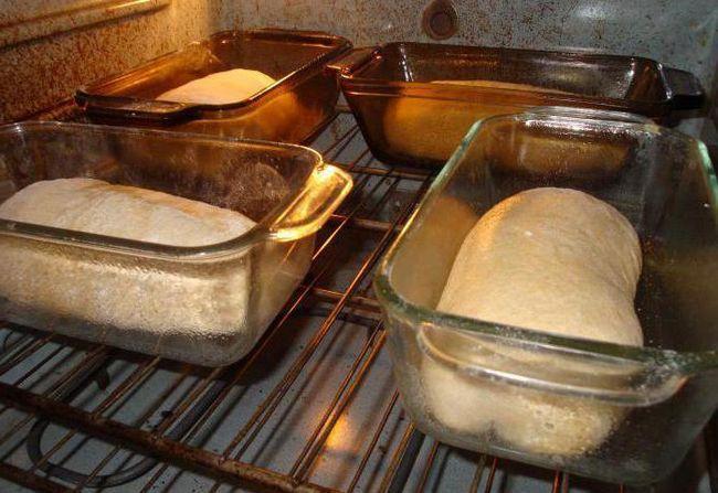 серый хлеб в духовке