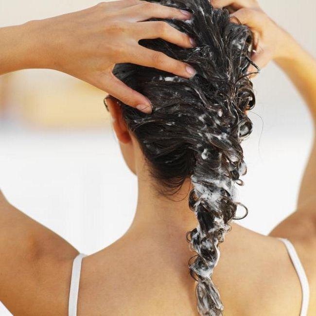 смыть краску с волос содой