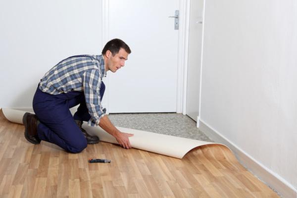 Как класть линолеум в квартире