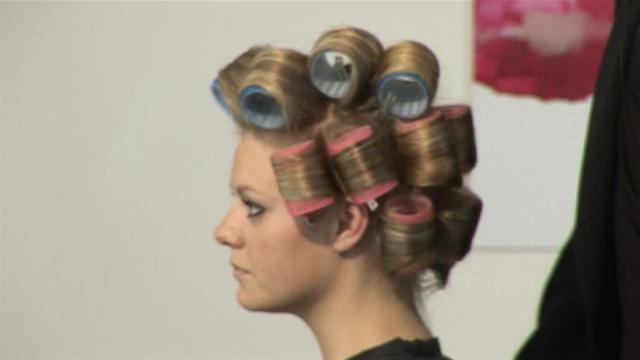 Как накрутить волосы на бигуди правильно