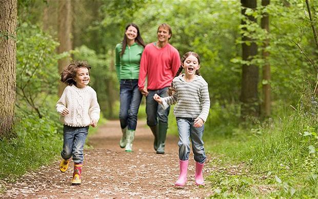 Как одевать ребенка весной и осенью