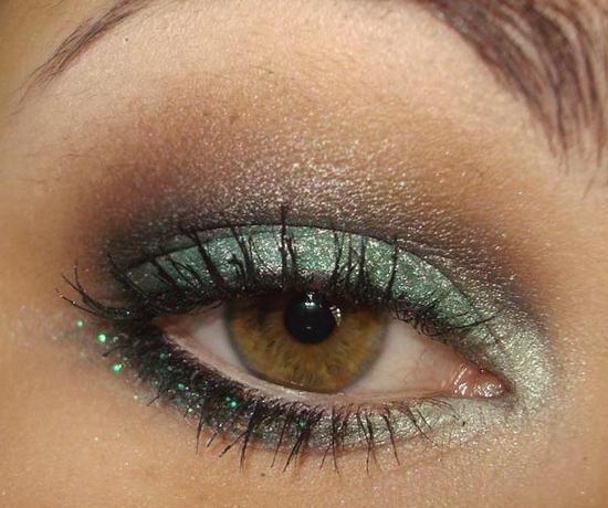 болотный цвет глаз характер