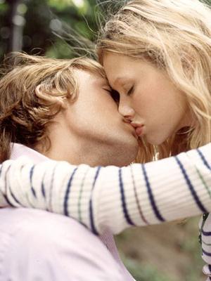 поцеловать парня