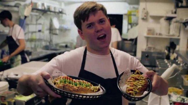 Как подавать и есть хот-доги по этикету?