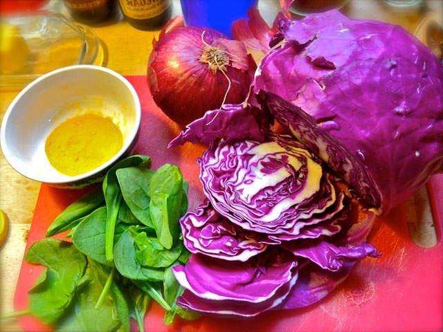 Как покрасить яйца натуральными красителями - готовимся к пасхе
