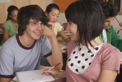 Как понравиться однокласснику? Большой успех маленьких хитростей