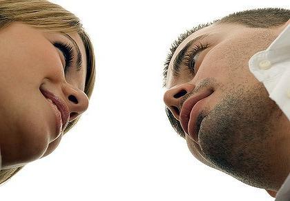 Как познакомиться с парнем на улице: секреты женского пикапа
