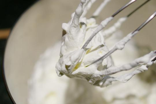 Как правильно взбивать сливки для торта? Практические советы
