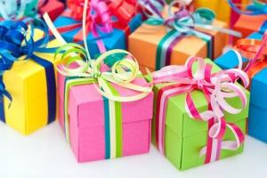 Как сделать день рождения незабываемым: прикольный сценарий на юбилей женщине