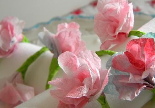 Как сделать красивый цветок из салфетки?