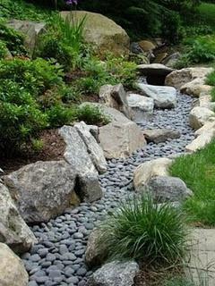 Как сделать в саду сухой ручей своими руками?