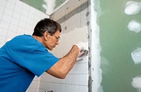 Как укладывать плитку в ванной комнате