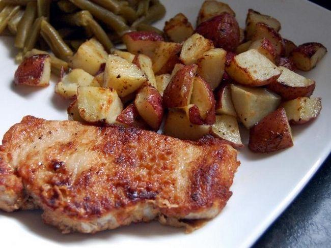 запечь свинину с картошкой в духовке