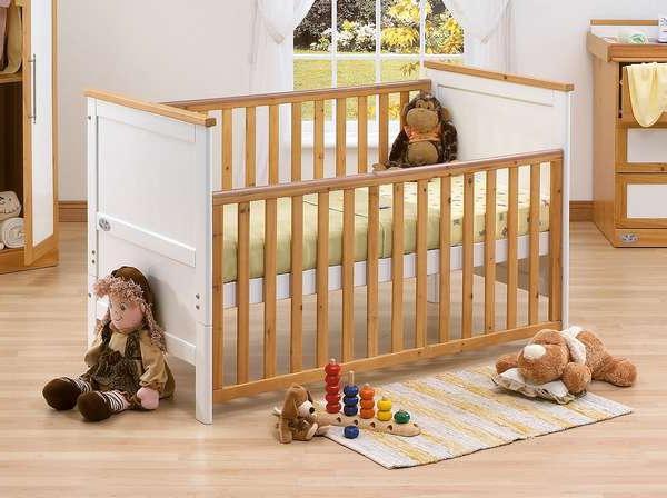 Как выбрать детскую кроватку для малыша?