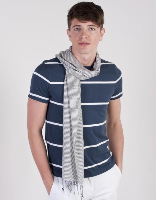 Как завязать мужской шейный платок и выглядеть оригинально