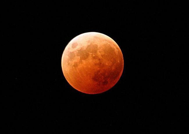Какая она - луна, планета, что крутится вокруг земли?