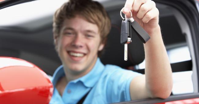 Какую машину купить начинающему водителю