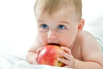 Когда и как ввести прикорм малышу