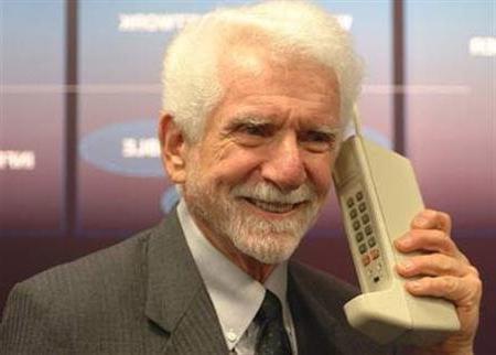 Когда появился первый сенсорный телефон?