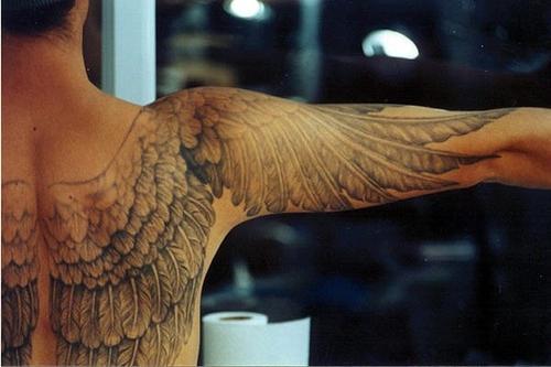 Красивые тату: крылья на спине