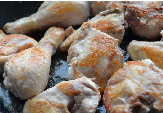 Рецепт курицы в сметанном соусе в мультиварке