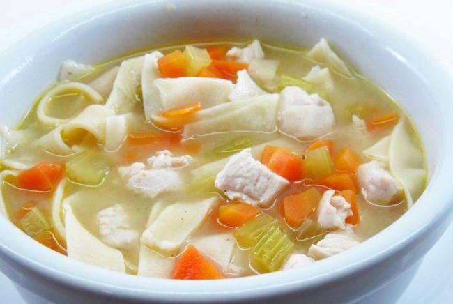 Куриный суп с домашней лапшой – классика русской кухни