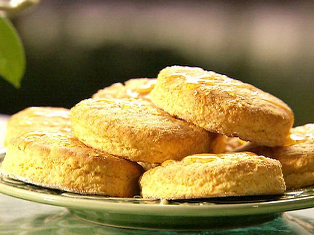 Легкий рецепт печенья трех видов: песочного, творожного и кокосового